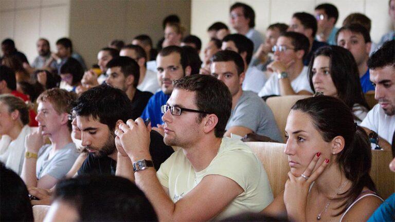 """Има ли значение какво се научава в университета по """"Управление"""" и """"Човешки ресурси""""?"""