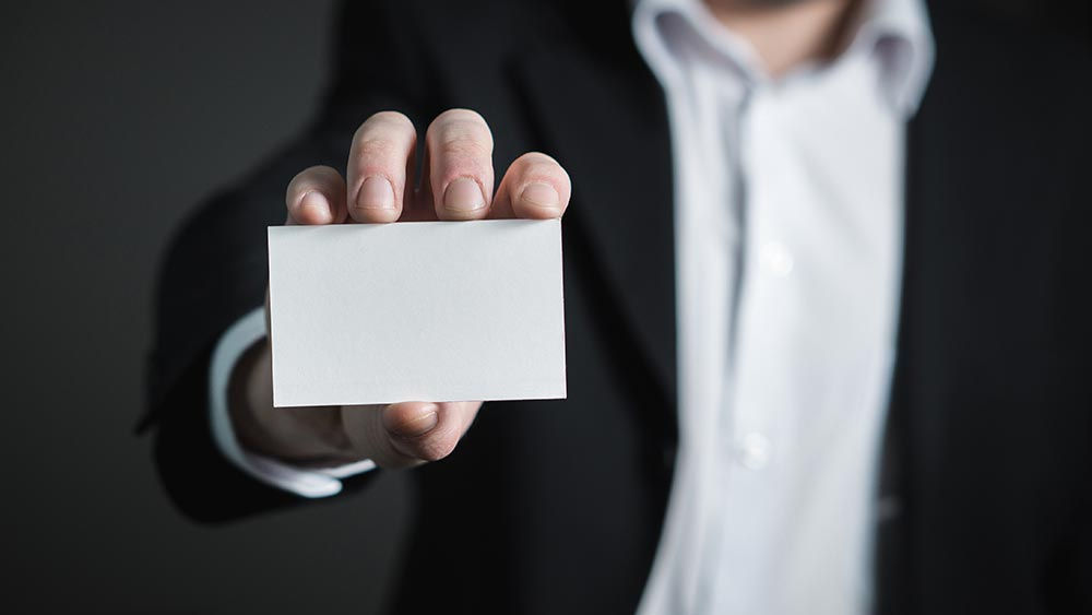 Какво пише на визитната ти картичка?