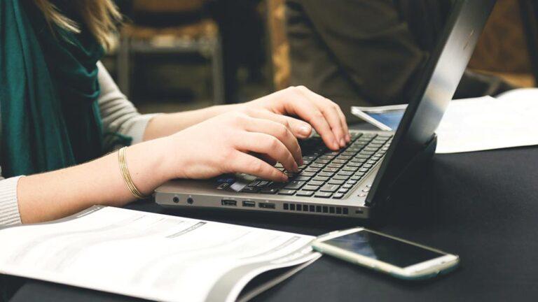 Настойчивостта в студените имейли се отплаща