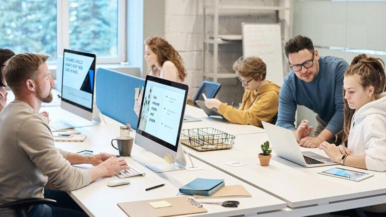 Топ 10 на най-досадните лични навици в офиса